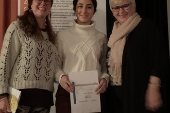 Die Schirmherrin des YWPAA Anna-Katharina Schättiger, Stadtpräsidentin, mit Susanne Sparka, Präsidentin ZC NMS und Alice Hakimy, YWPAA Preisträgerin